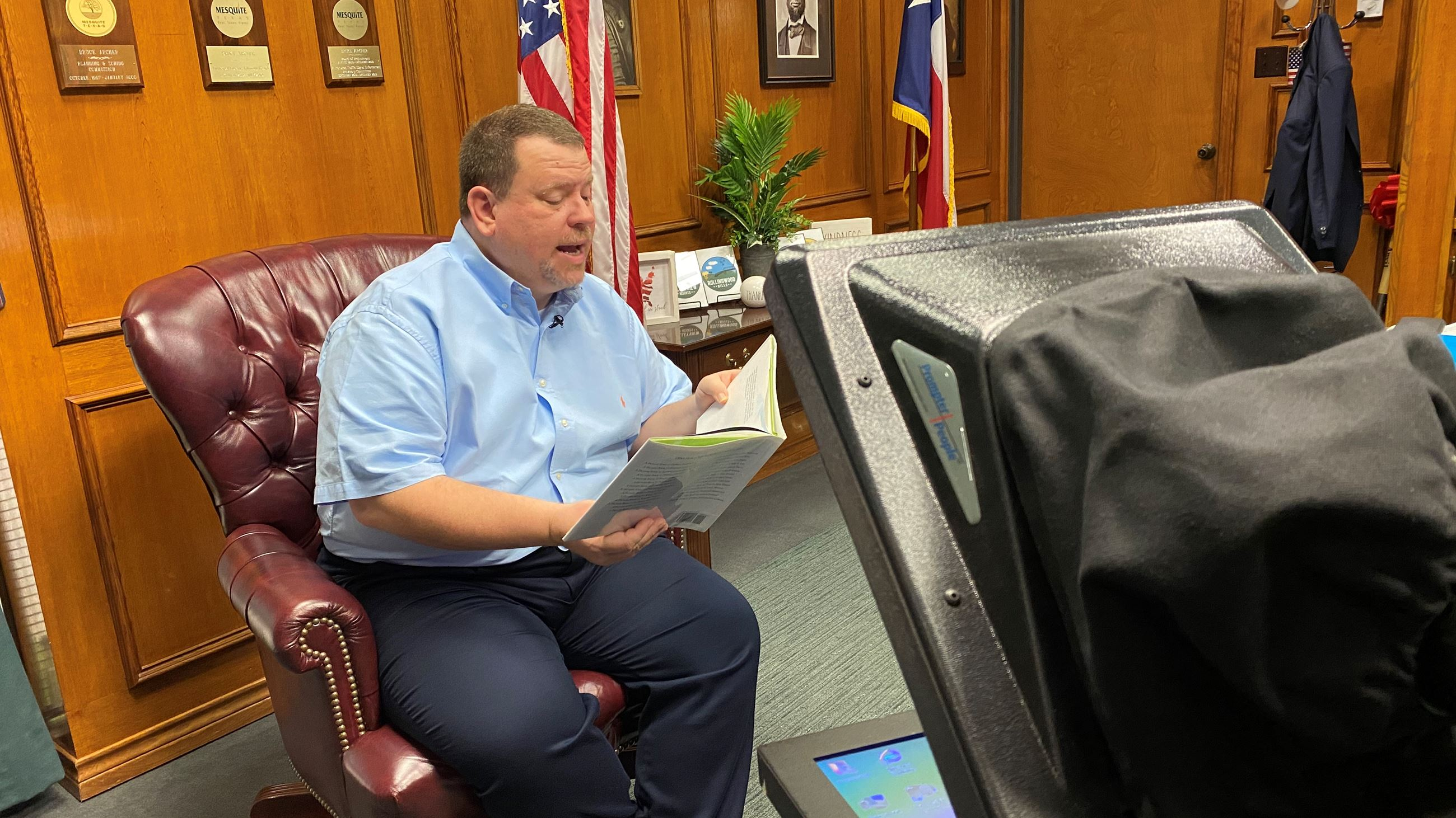 Mayor Bruce archer reads during virtual storytime